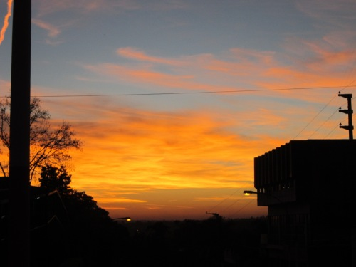 Lindo e colorido céu de Puerto Iguazú