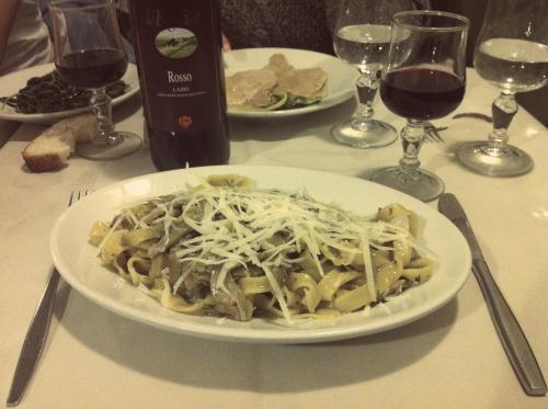 Comida italiana: Massa com alcachofra