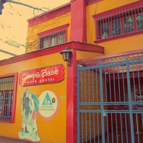 Fachada do hostel que me hospedei em Mendoza.