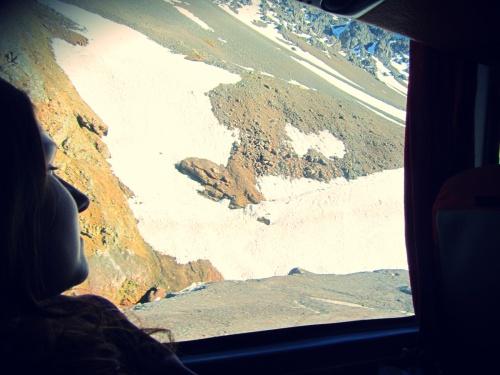 Cruzando a fronteira Argentina - Chile em plena Cordilheira dos Andes.