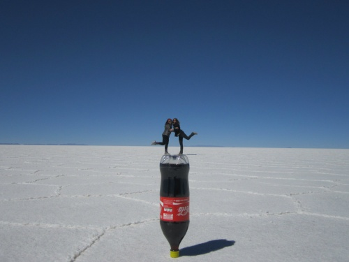 Eu e Aurore no Salar de Uyuni. Época Seca.